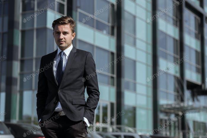 Молодой Корпоративный менеджер