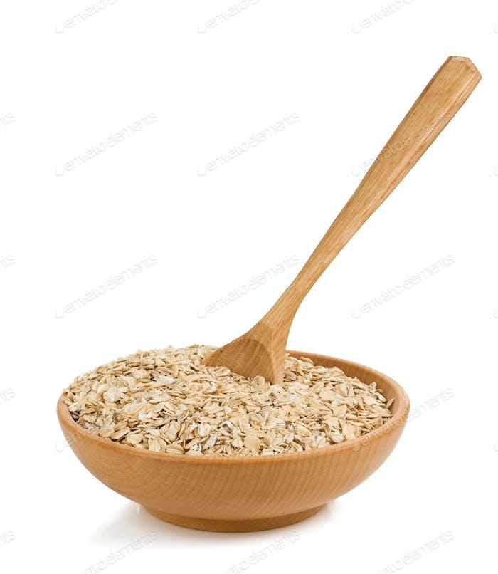Getreideflocke in Holzplatte auf weiß