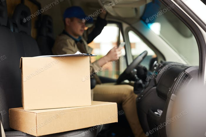 Pakete werden an den Adressaten zugestellt