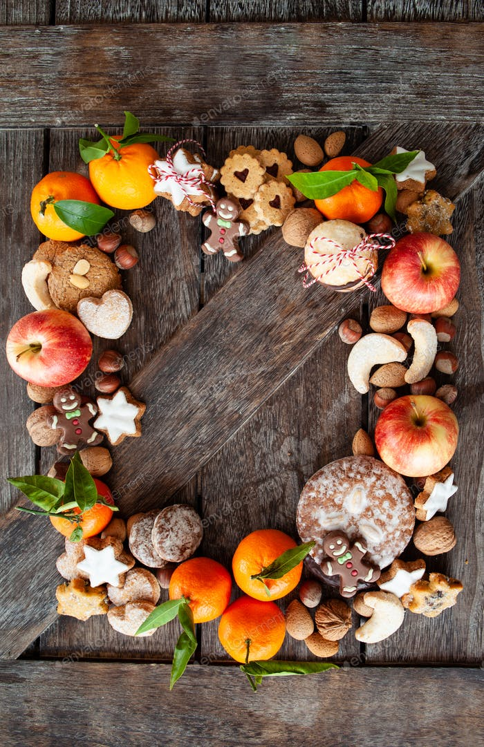 Gingerbread, Christmas cookies and fruits