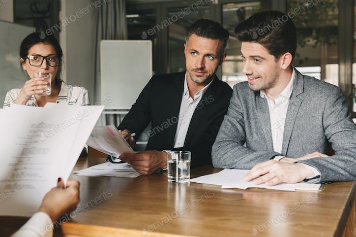 Business, Karriere und Rekrutierung Konzept - Gruppe von Arbeitgebern in