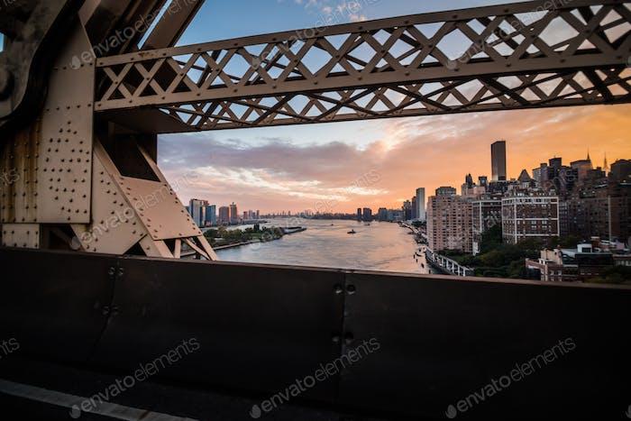 New York East River und Manhattan Skyscrappers Blick vom Que