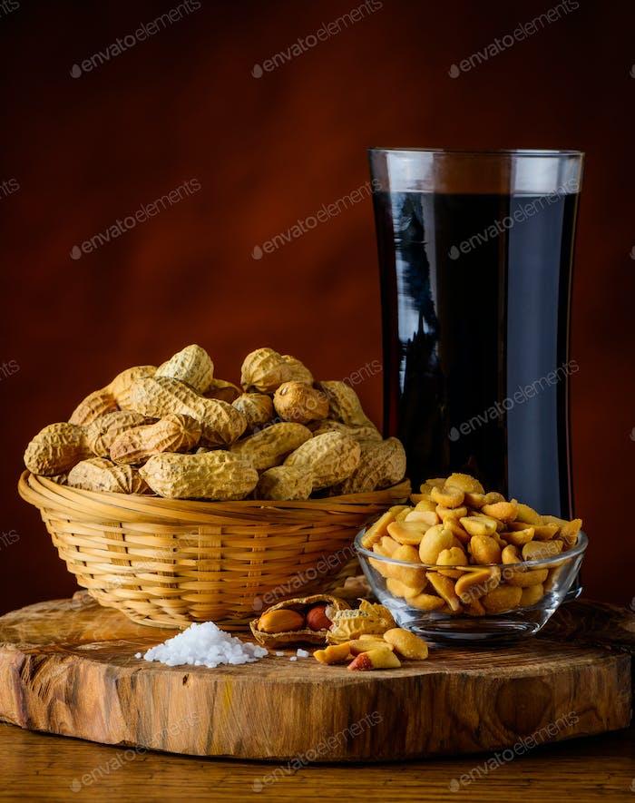 Erdnüsse und Cola