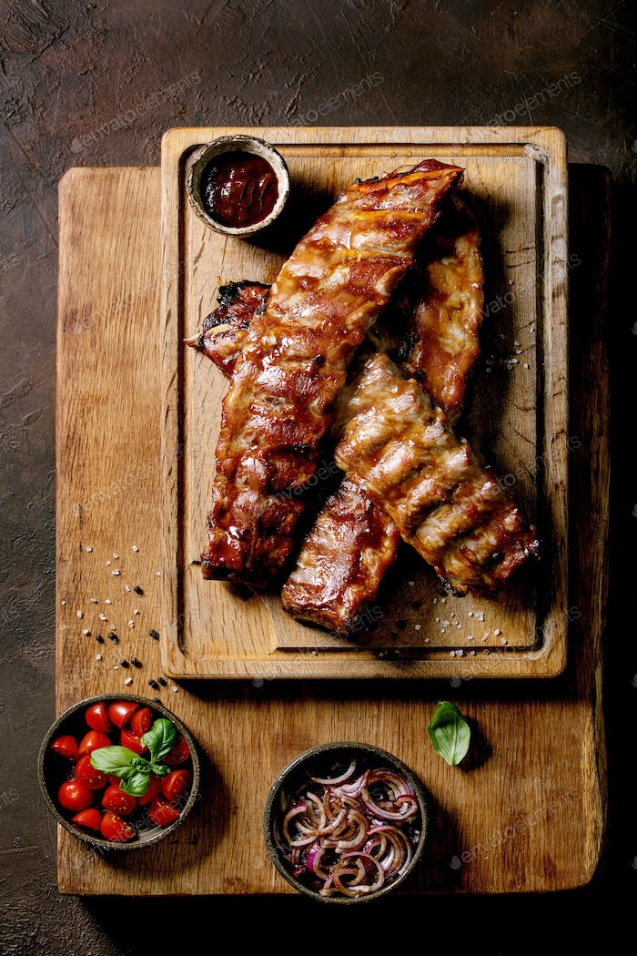Grilled pork bbq ribs served with marinated onions