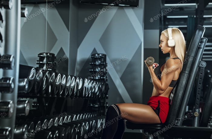 The girl in the gym with a barbell