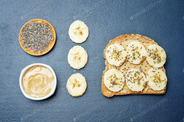 Sandwich with peanut butter, banana and Chia seeds