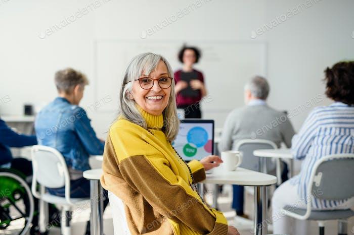 Retrato de la clase de educación en informática y tecnología