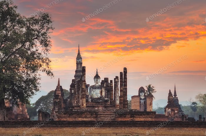 Sitting Budha at sunset in Wat Mahathat, Sukhothai, Thailand