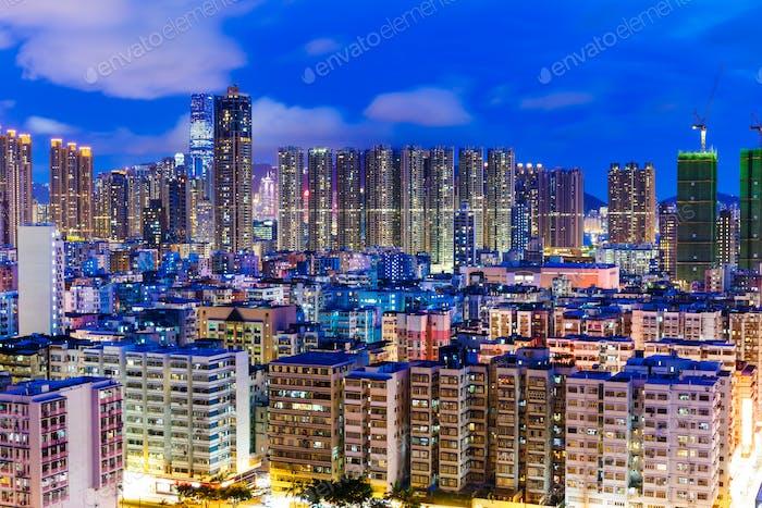 Wohnviertel in der Stadt bei Nacht