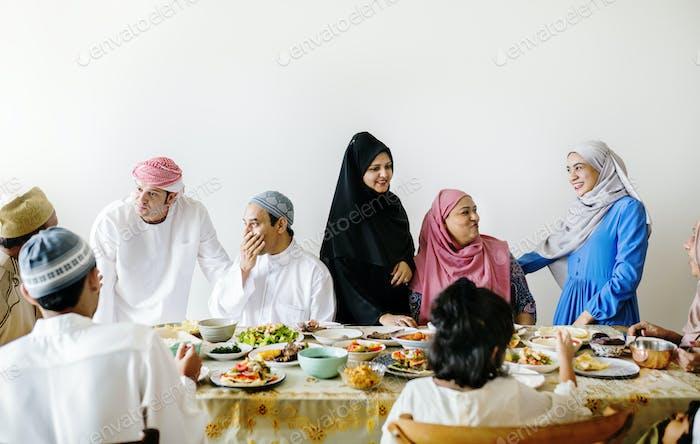 Comida de Suhoor o Iftar de Oriente Medio