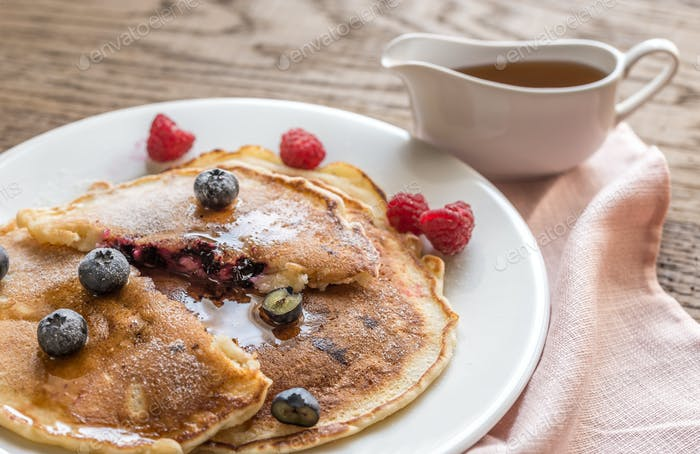 Pancakes with maple syrup and fresh berries