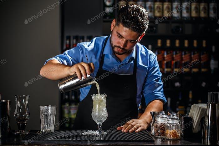 Barmann mit Shaker