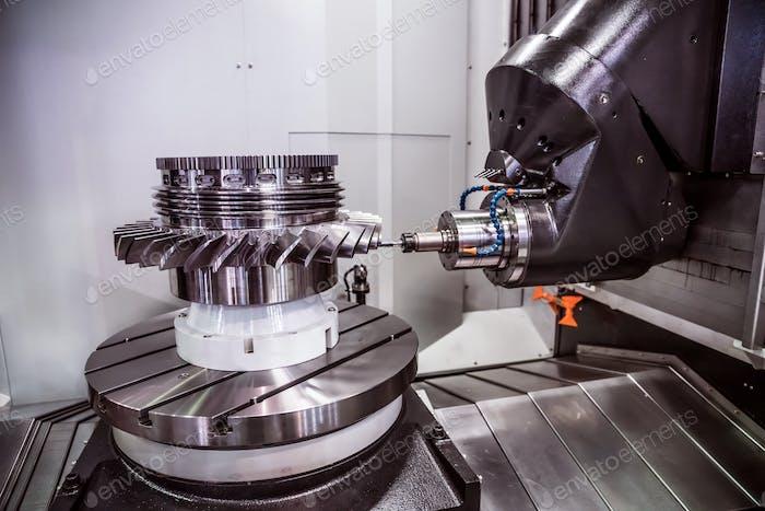 Fresadora CNC metalúrgica.