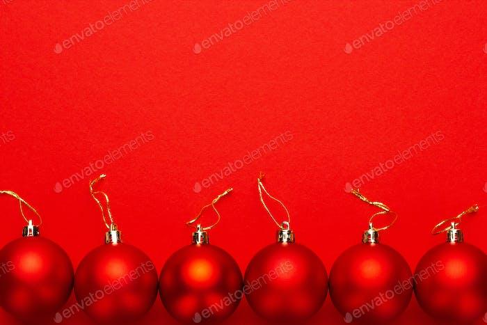 Roter Weihnachtsbaumschmuck