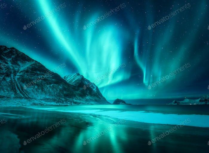 Erstaunliche Aurora Borealis. Nordlichter in Lofoten Inseln