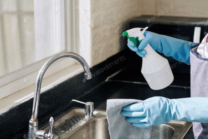 Hausfrau Sprühen Küchenarmatur