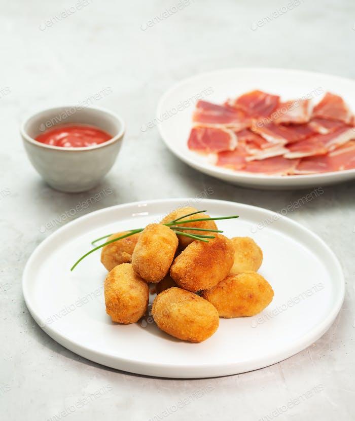 Tapas-Kroketten, traditioneller spanischer oder französischer Snack