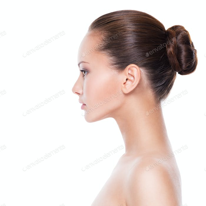 Perfil de la cara de la mujer joven
