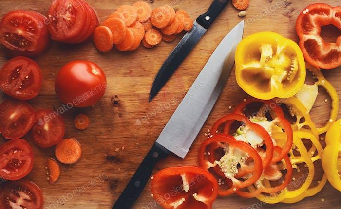 Приготовление ингредиентов для здорового салата