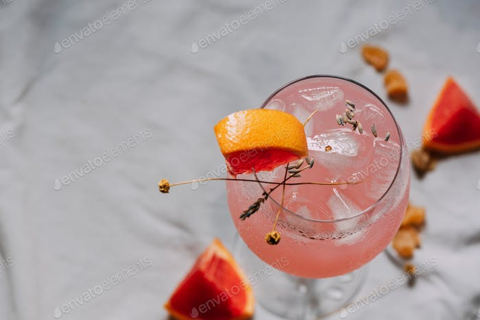 Cocktail grapefruit. Alcoholic beverage with ice