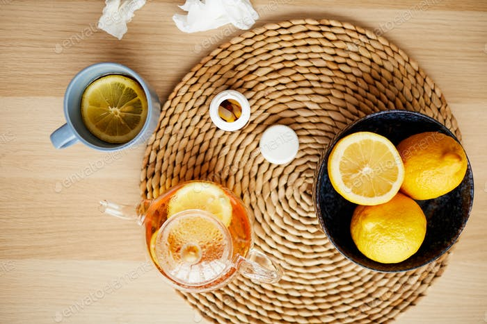 Heißer Tee mit Zitrone