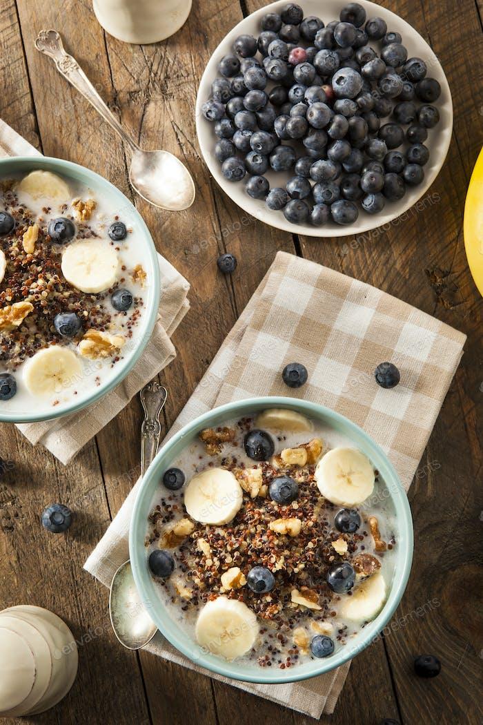 Bio-Frühstück Quinoa mit Nüssen