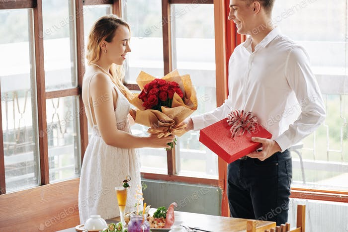 Man giving flowers to girlfriend