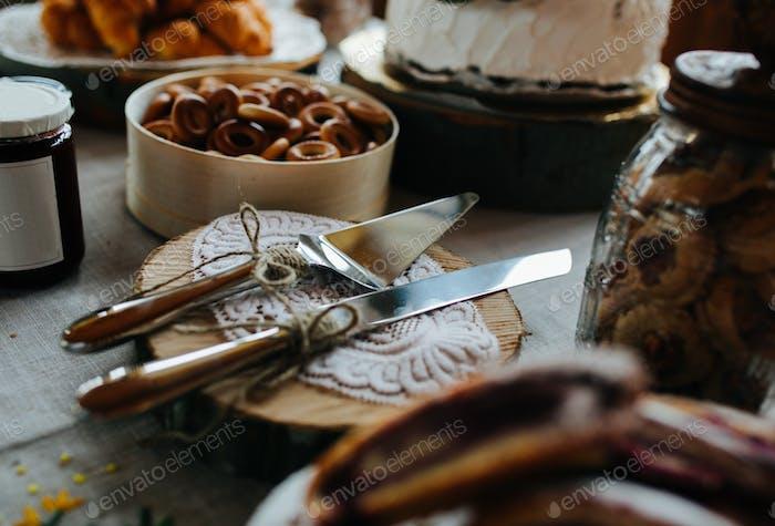 Klinge und Kuchenmesser