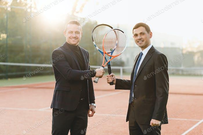 Двое бизнесменов готовы конкурировать