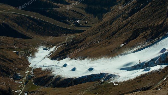 Skifahren auf künstlicher Bahn