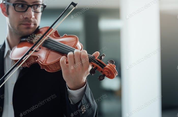 Talented violinist solo performance