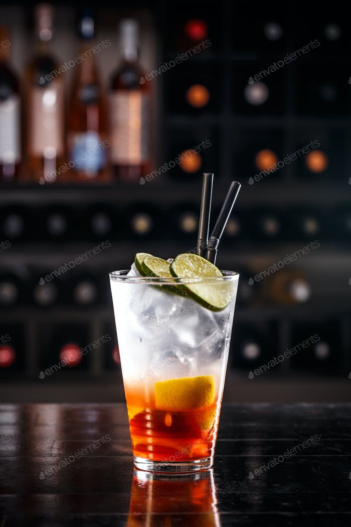 Rote Fruchtcocktail
