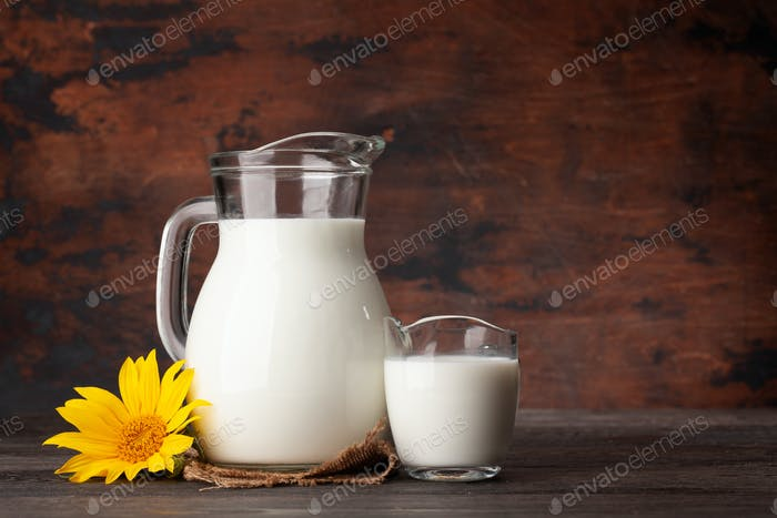 Milch im Glaskanne