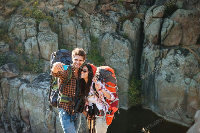 Young traveling couple makes selfie