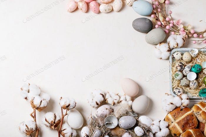 Traditionelle Osterkreuzbrötchen
