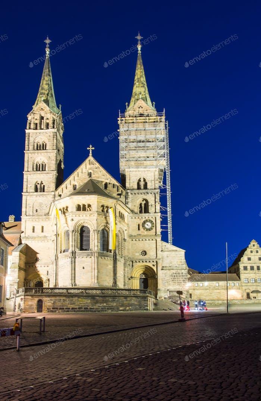 Beleuchteter Dom von Bamberg