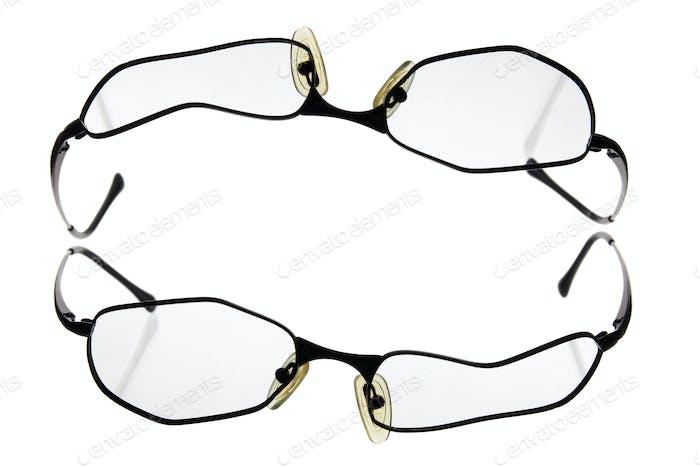 Broken Eye Brille