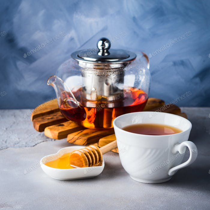 Teapot of red tea and honey