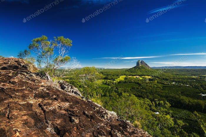 La cumbre del monte Ngungun, las montañas de la House de cristal, el sol Coa