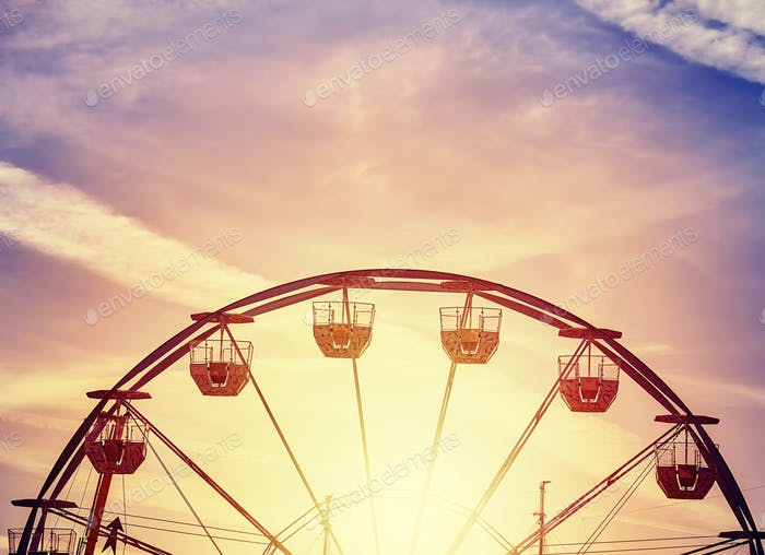 Picture of a Ferris wheel at sunset.