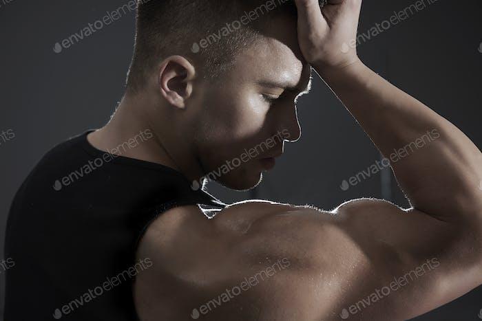 Тяжелая работа для достижения таких мышц