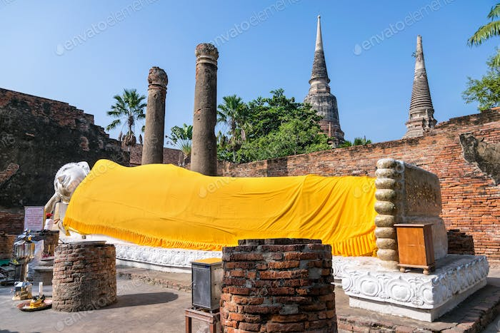 Buddha statue poses in the sleep