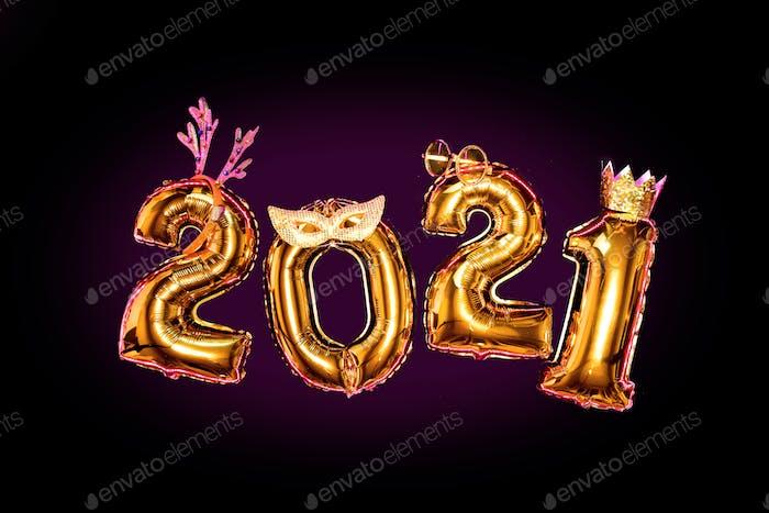 Goldene Zahlen 2021 auf schwarzem Hintergrund in Karnevals-Zubehör, Silvesterparty