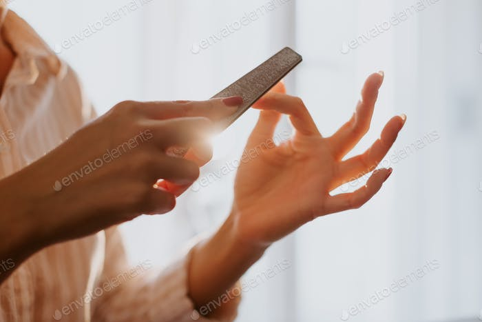 filing nails in proper way