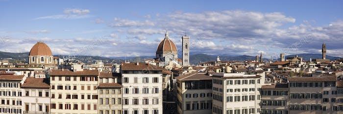 Skyline von Florenz mit Kathedrale im Hintergrund