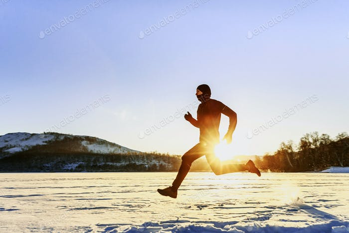 winter running male runner