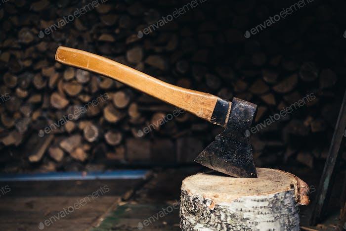 Axt zum Spalten von Brennholz
