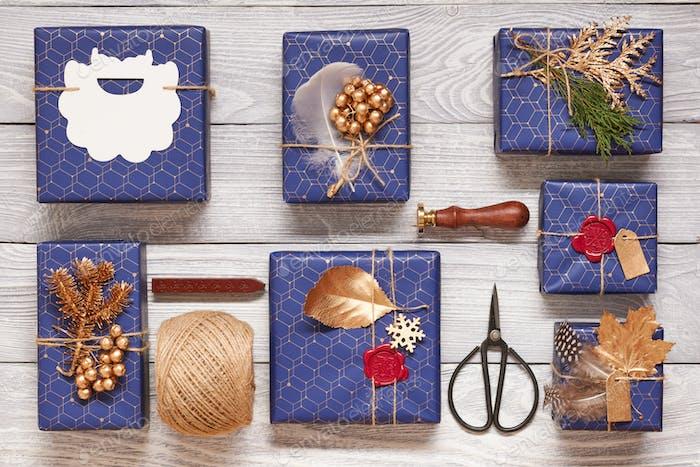 Regalos de Navidad sobre Fondo de De madera
