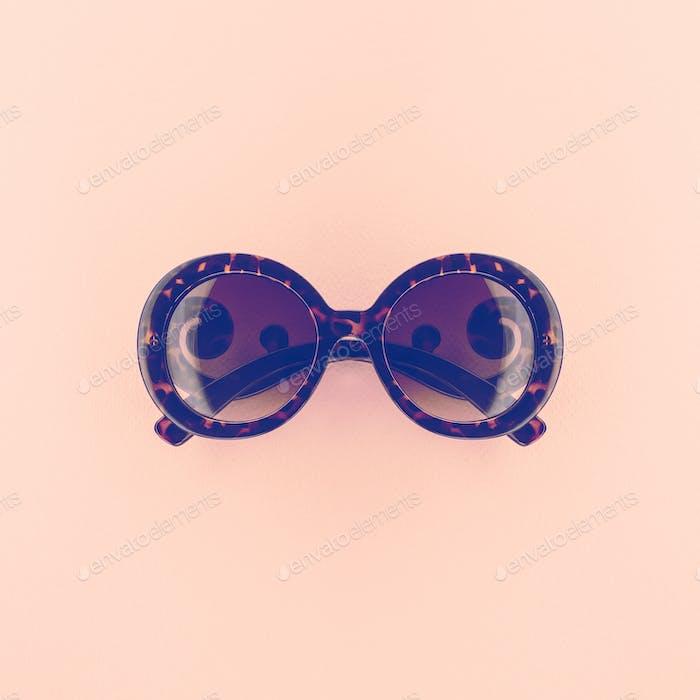 Vintage elegant round glasses