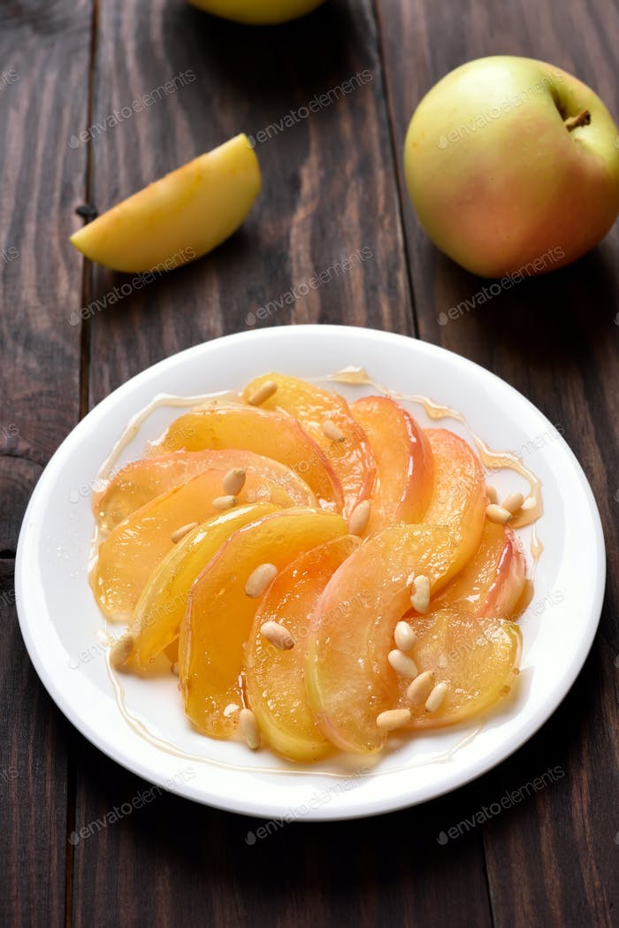 Caramelized apple slices